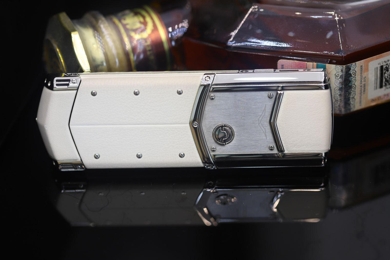 Vertu-Signature-S-Pure-White-9