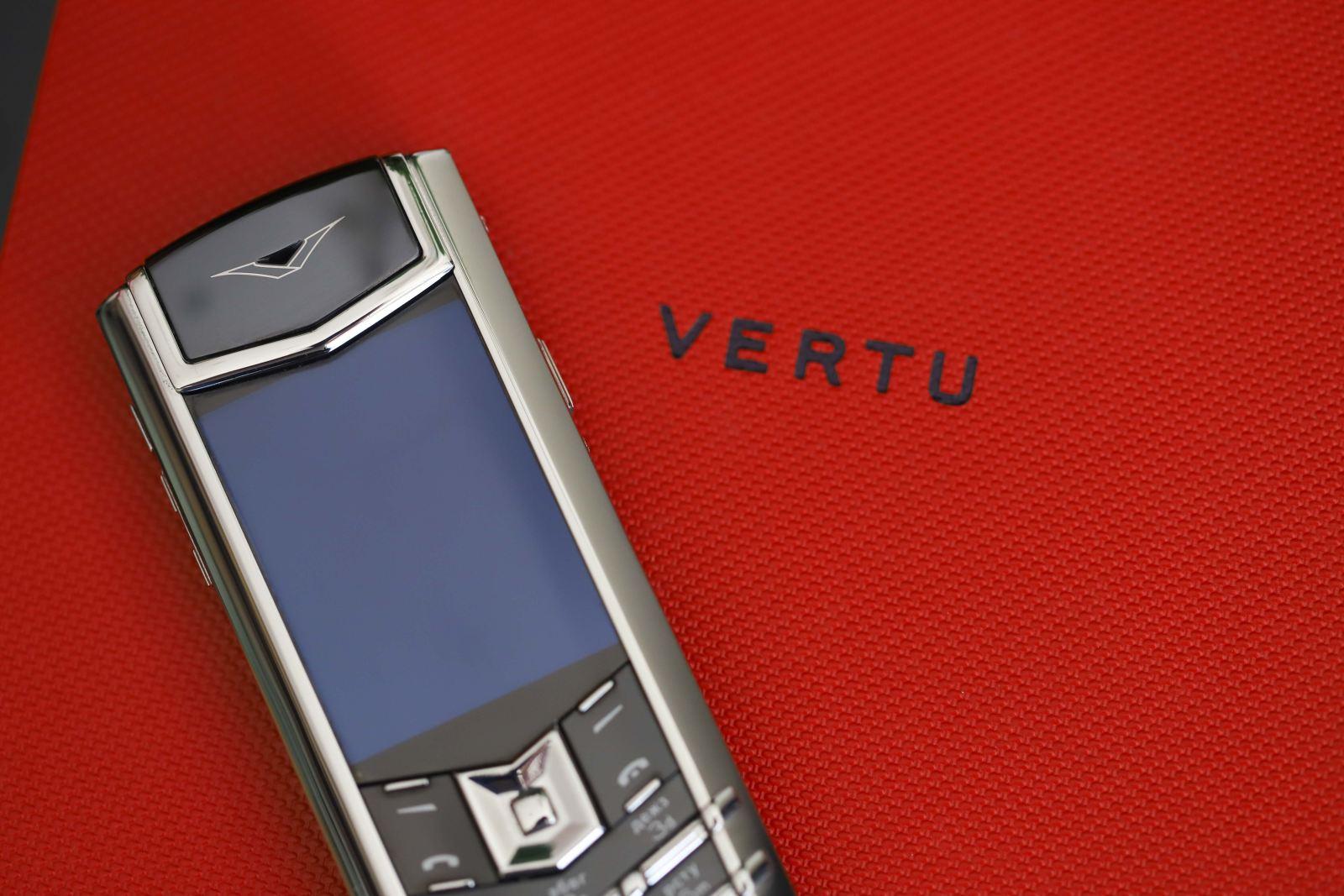 Vertu-Signature-S-thép-da-đỏ-3